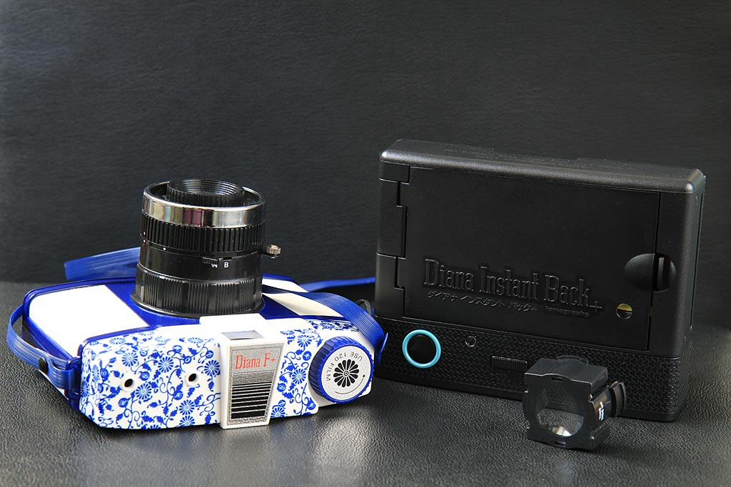 Le Diana Instant Back transforme votre Diana F+ en appareil photo instantané fonctionnant avec les films Instax Mini. Rien que ça !