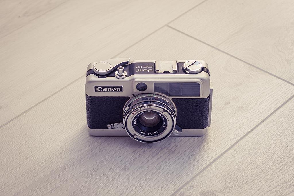 Aussi agréable à regarder que fonctionnel, le Canon Demi EE 17 peut être un compagnon de voyage idéal par exemple, si l'encombrement et l'économie de film vous préoccupent