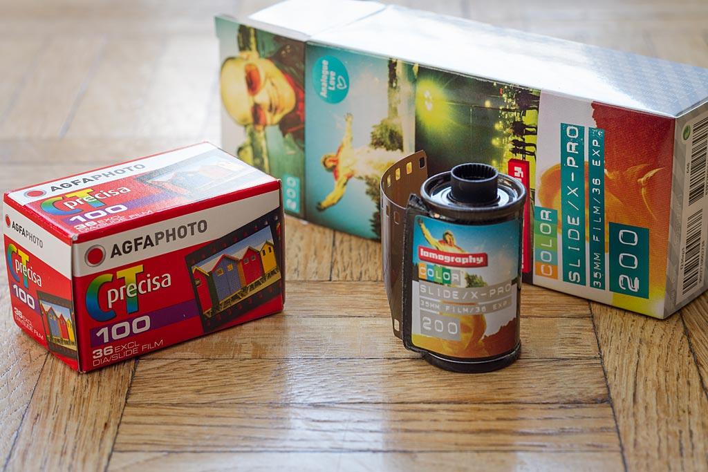 Les films positifs 35mm  Agfa Precisa 100 et Lomography  Color Slide / X-pro 200, deux options très différentes et qui ont chacune leurs avantages pour le traitement croisé.