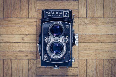 Appareil photo argentique moyen format 6x6 Yashica Mat 124
