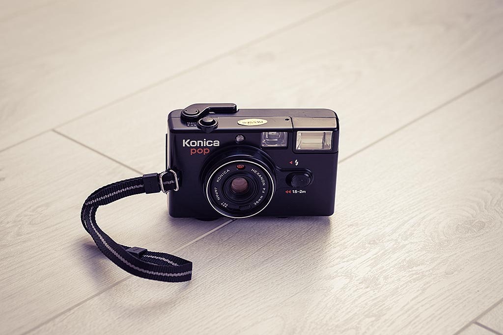 Le Konica Pop est un Point & Shoot camera au fonctionnement ultra simple