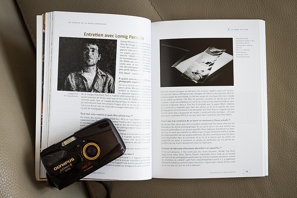 Le livre contient plusieurs entretiens avec des professionnels issus de la photo argentique. Une riche idée.