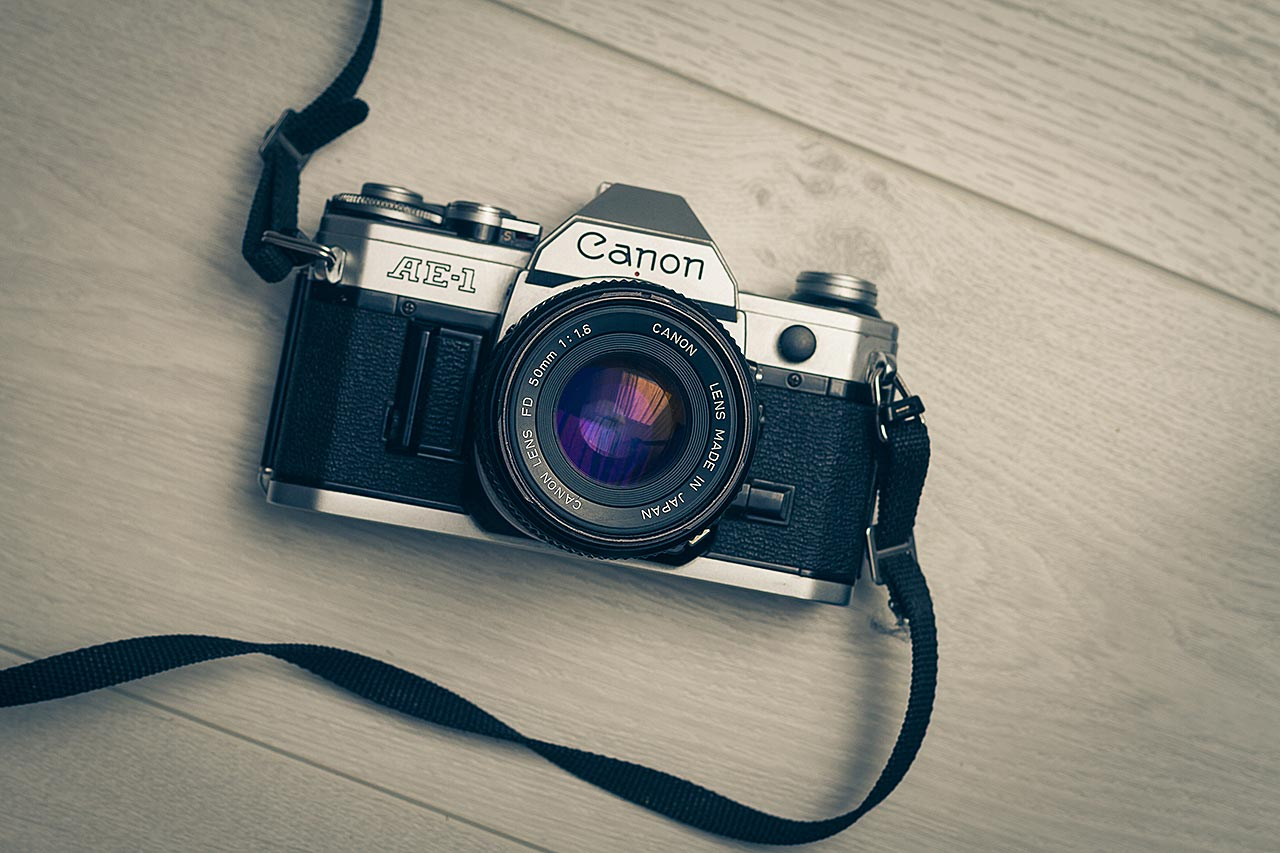 Appareil reflex argentique Canon AE-1