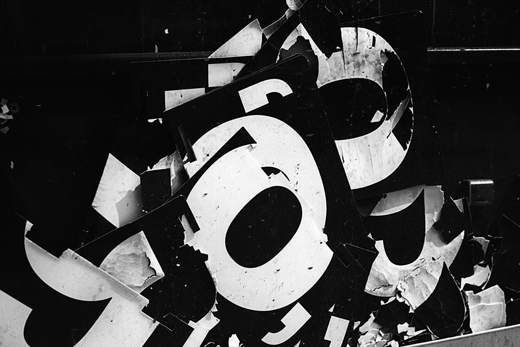 Le film Washi S présente un contraste extrême, avec des tons qui virent facilement vers le noir.